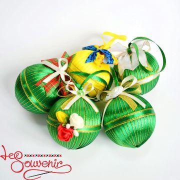 Christmas balls on the Christmas tree INS-1017