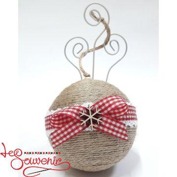 Christmas balls on the Christmas tree INS-1045