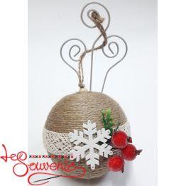 Christmas balls on the Christmas tree INS-1051